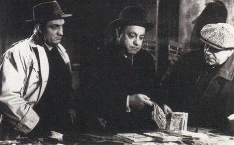 1957. LE ROUGE EST MIS