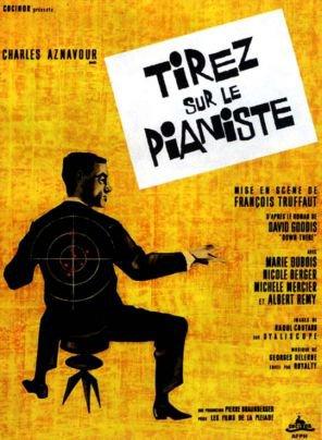 1960. TIREZ SUR LE PIANISTE !