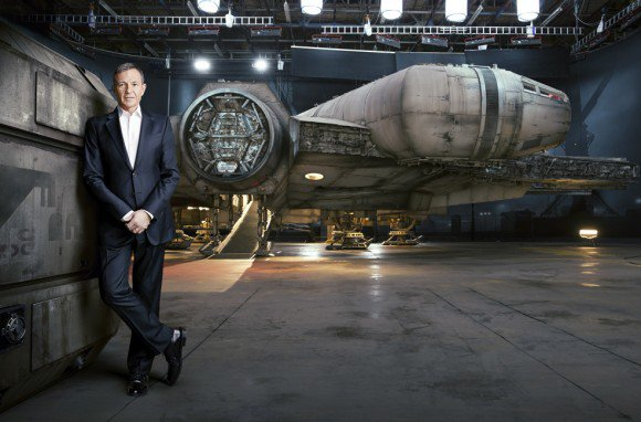 Star Wars : Le Faucon Millenium se dévoile sur deux nouvelles photos