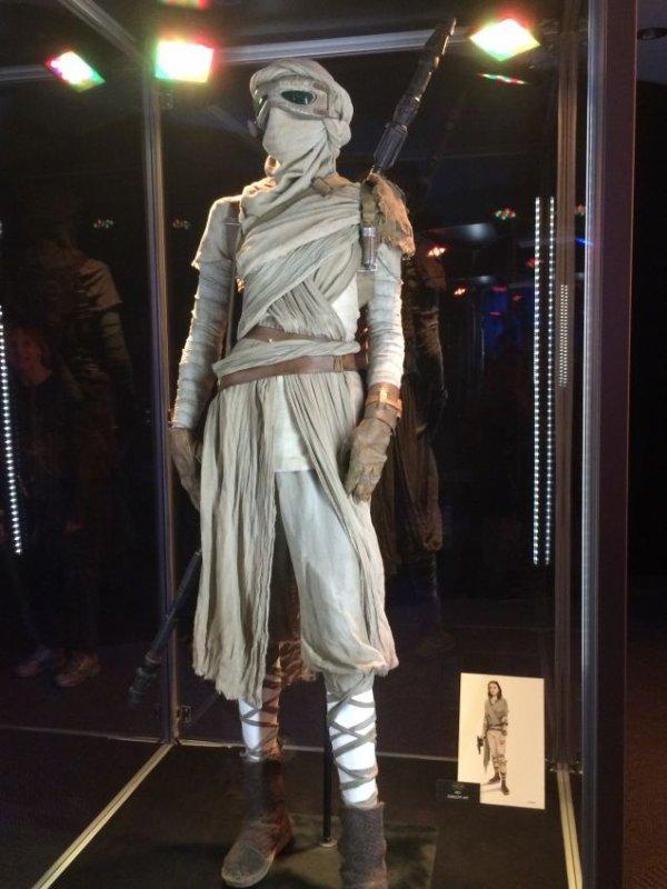 Star Wars 7 : Voici les costumes du film de plus près