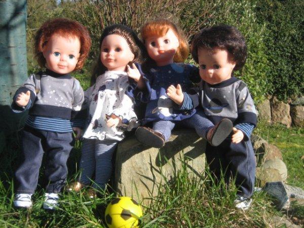 Les garçons jouent au foot!