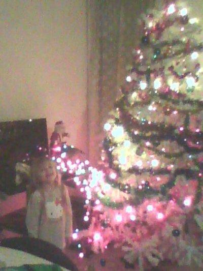 je t aime ma fille elle etait heureuse d avoir fini l arbre de noel