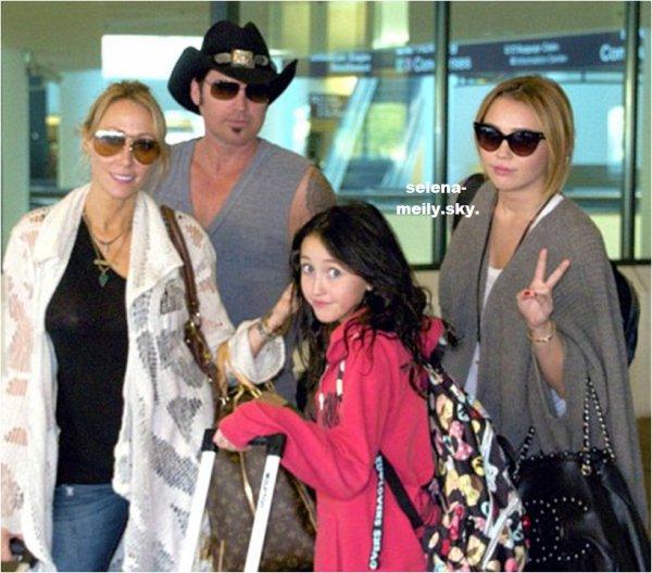 Miley va vers sa ville natale avec sa famille, son petit ami Liam et Pups