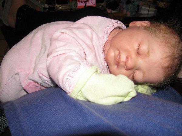bonsoir mes amies, je suis à la recherche des photos de l'arrivée de Lilia à la maison, je vous en mets une petite en attendant demain, bonne nuit !