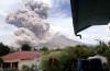 Le volcan du Mont Sinabung (Indonésie) en éruption le 1er avril.