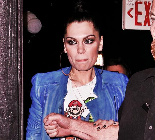 .10.04.12__Jessie J et son garde du corps quittaient le Roxy Theatre à Los Angeles .