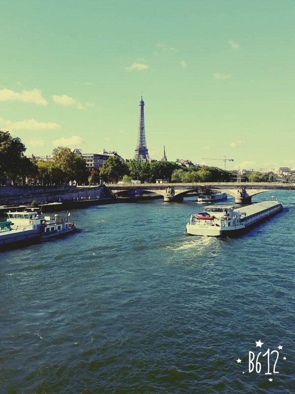 Restez forts nos freres et soeurs parisiens