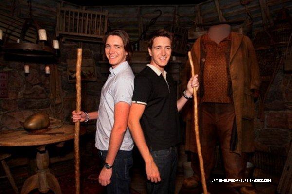 Il y a quelque temps,les jumeaux étaient présents au Powerhouse Museum à Sydney, en Australie.On dirait que nos jumeaux redeviennent George et Fred !
