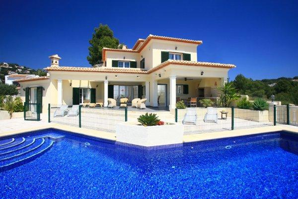 Episode 1 saison 1 blog de fiction victorious tori for Plan de maison de luxe avec piscine