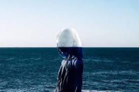 Il y a des moments ou j'aimerai juste être invisible, disparaître afin que personne ne puisse voir a quel point je suis faible.