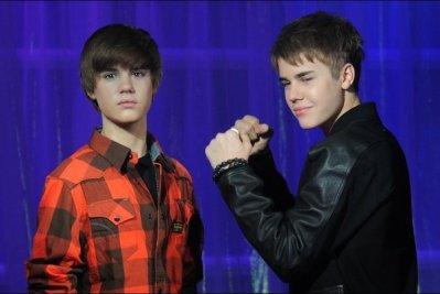 Justin Bieber découvre sa statue de cire au musée Madame Tussaud de Londres!