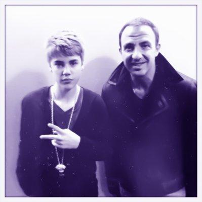 Justin dans les coulisses de Bercy avec Nikos!