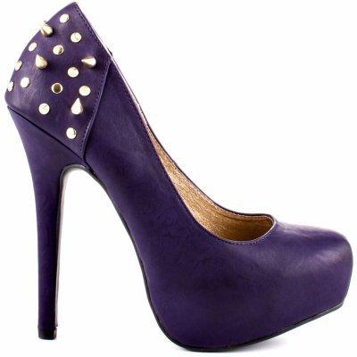 chaussure à talons violette clouté