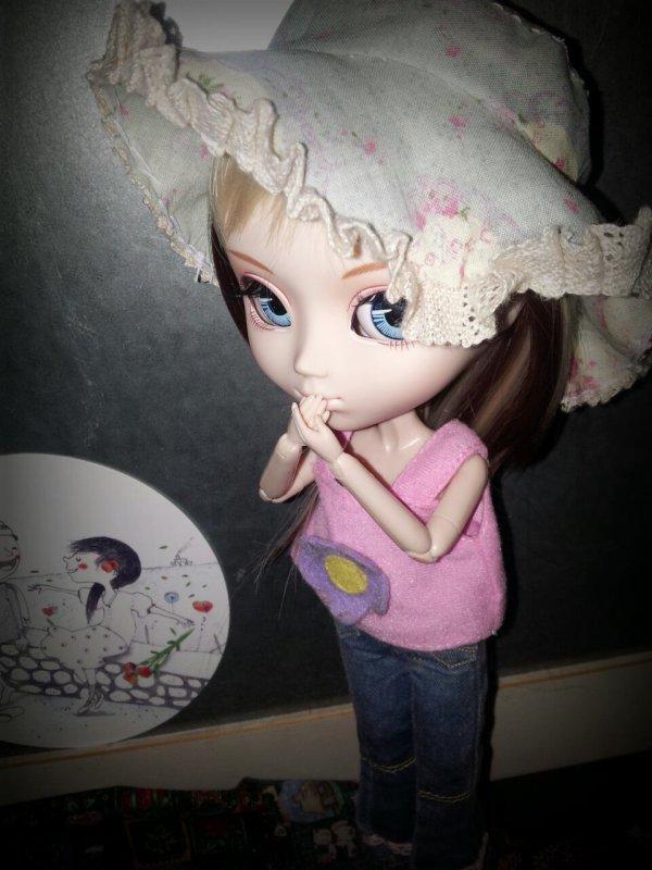 Alice attend ses vêtements