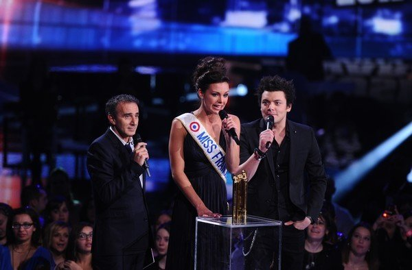 kev adams, elie semoun et la miss france 2013 au NRJ music award