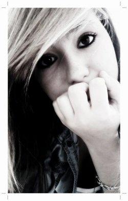 - pourquoi l'amour sa fait aussi mal ?!  .