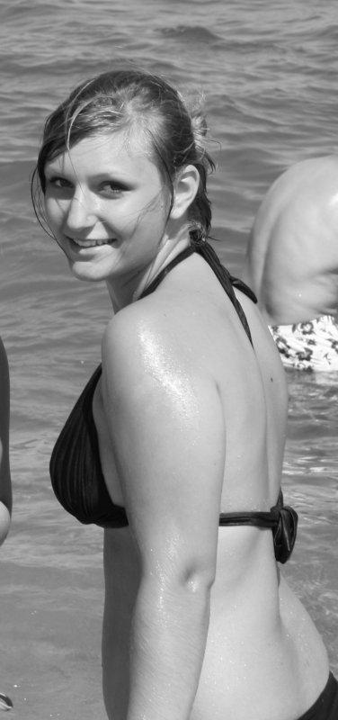 """Mlle Alis0n  --   17 ans  --  """"Cap de m'aimer ?""""  ♥ .  Cette mamz'elle est Heureuse & aime sourire à la vie =D... Le bonheur au quotidien est devenue sa dose d'Héroïne. ♥."""