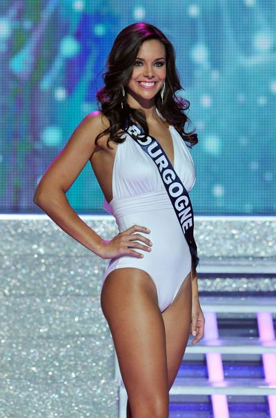 les défilés de Marine a l'élection de Miss France 2013