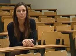 Après l'élection Miss France....retour vers les études pour Marine!!!♥♥❇❇