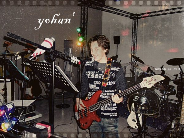yohan' chanteur bassiste du groupe'
