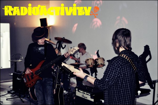 Notre groupe !! (Radioactivity).