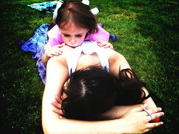 ~#Aujourd'hui tu joue avec les filles, pense que plus tard sa sera d'autres garçons qui joueront avec ta fille.. //