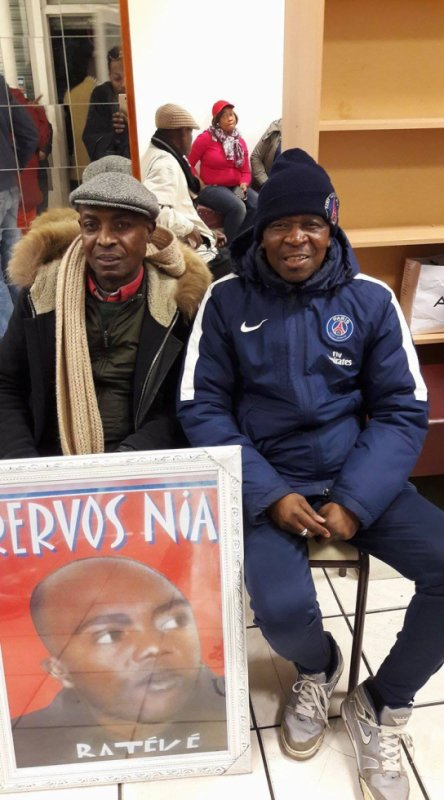 Modogo Gian Franco Ferre hommage a NIARCOS LE PAPE DE LA RELIGION KITENDI