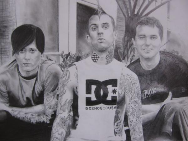 BlinK 182 ----> Tom Delonge, Travis Barker, Mark Hoppus