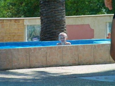 theo a la piscine