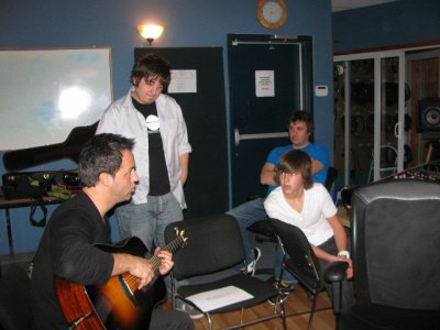 En studio avec Mon ami Étienne Drapeau pour enregistrer U& Me qui sera sur mon prochain album le 24 Janvier 2012