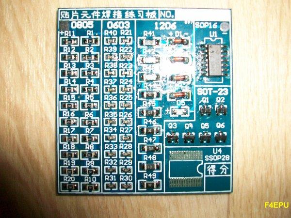 Kit d'entrainement aux brasures de composants SMD.