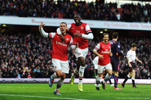 Podolski (accompagné de Sanogo) qui célèbre son but.   Qu'avez vous pensez de la prestation de Sanogo pour sa première titularisation avec Arsenal ?