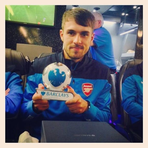 Ramsey avec le trophée de man of the match.
