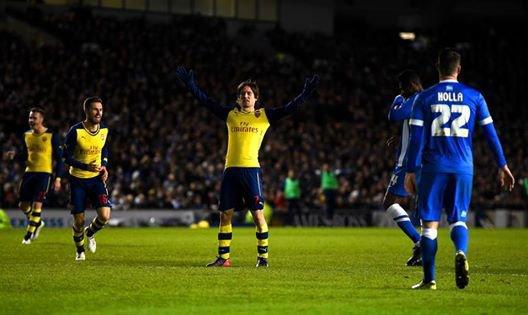 Comme il y a deux ans, Arsenal bat Brighton 3-2 (buts signés Walcott, Ozil et Rosicky) et valide donc son billet pour les 1/8eme de finale de la Fa Cup. Une première période parfaitement maîtrisée avec un avantage de deux buts au tableau d'affichage. Un peu plus de flottement en seconde période avec deux buts concédés qui ont redonné espoirs à Brighton.