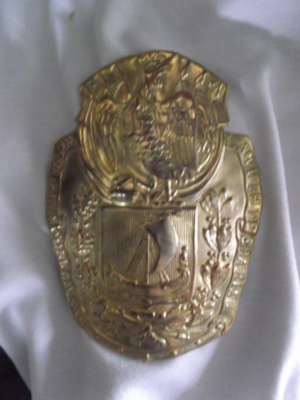 plaque de casque modèle 1830 des sapeurs pompiers ville de Paris