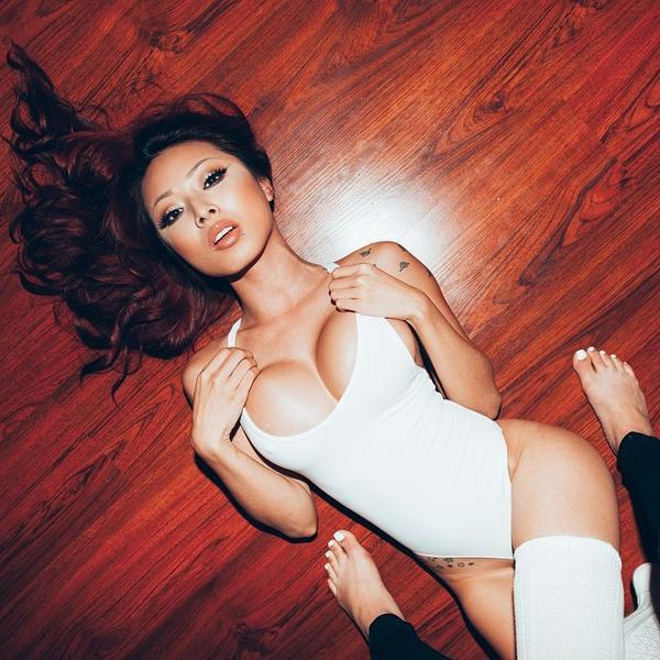 Asia et pied sexy