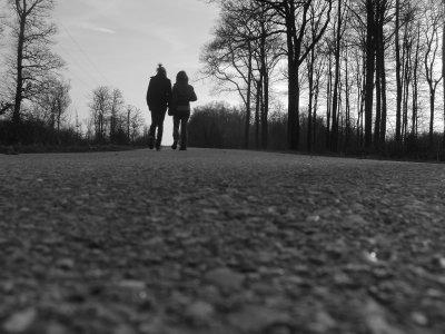 Pardon de ne pas te croire quand tu me dis que tu m'aimes, pardon de toujours penser que tu m'oublis, que tu te lasses de moi... Excuse moi de t'aimer autant , de compter autant sur toi. Désolée de te dédier mon bonheur, d'attendre tellement de toi, de te vouloir rien que pour moi... Pardonne moi d'avoir peur, peur que ton amour s'éteigne... Je m'excuse de t'aimer, t'aimer plus que tout.