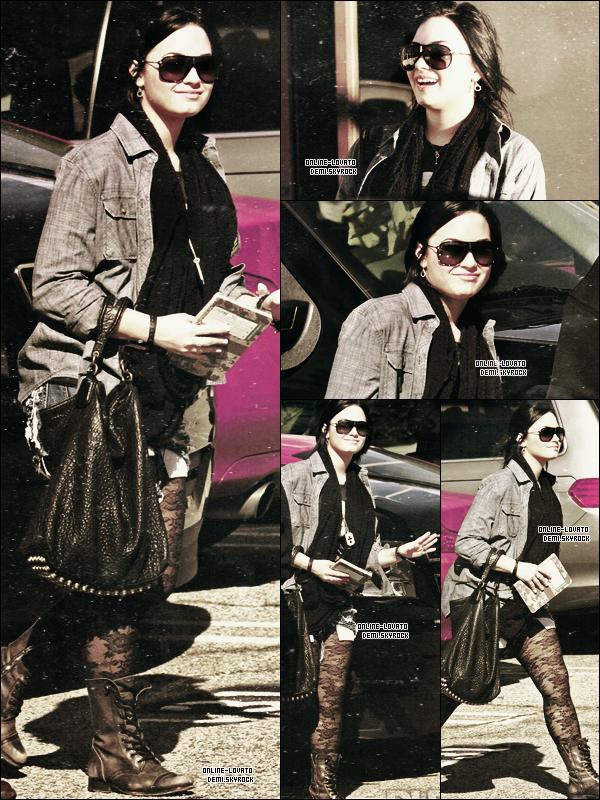 31/01/2011 | Demi et son garde du corps arrivant à son centre à Santa Monica .......TOP OU FLOP ?