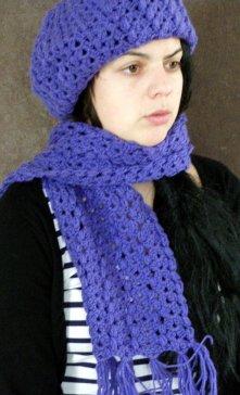Bijoustyl inove elle crée ses propres écharpes, bérets et bonnet en laine fait à la main