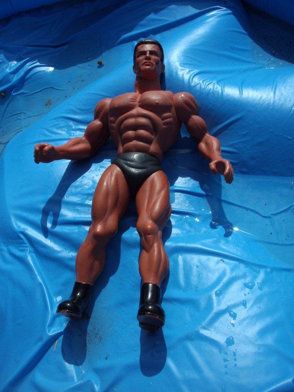 Poupée Arnold Schwarzenegger 1986 ,taille 45cm