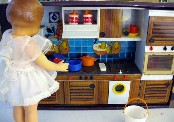 Françoise doit faire le ménage, elle a eu une nouvelle cuisine