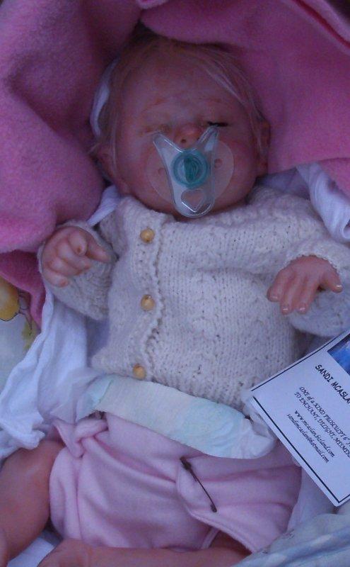 Reborn sculpté Sandy Mcaslan USA ; La petite Lola est arrivé ,elle a besoin de soins