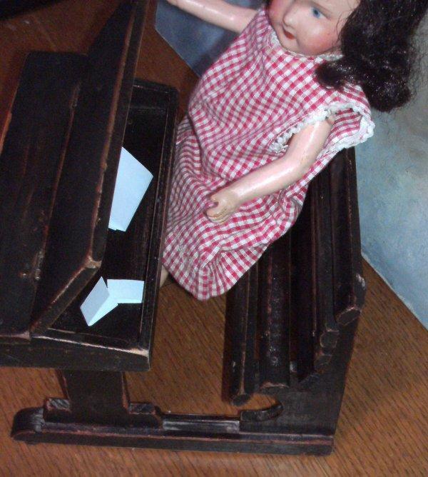 Ancien bureau pour poupée Bleuette