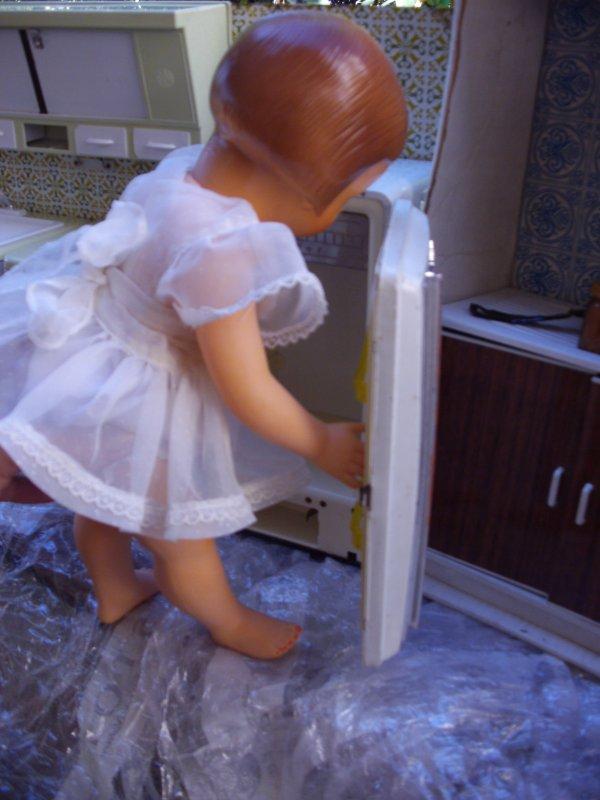 Françoise viens voir si il y a du  ménage a faire pour cette ancienne cuisine