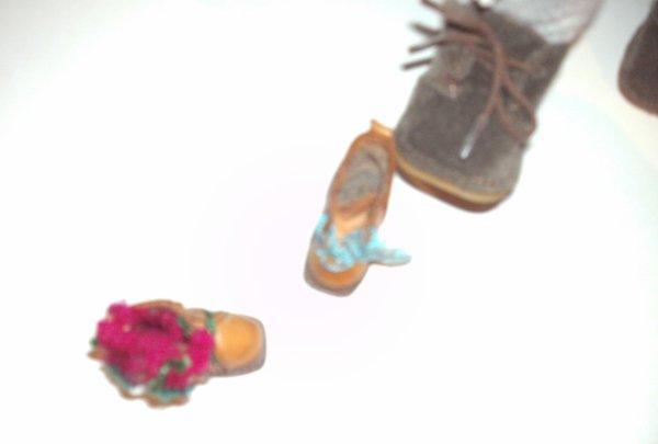 Trouvaille chaussures de Bleuette peu être?
