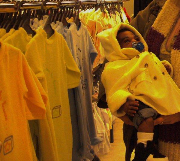 Le défis Bébé Reborn au Mcdonald's et magasin.. suite