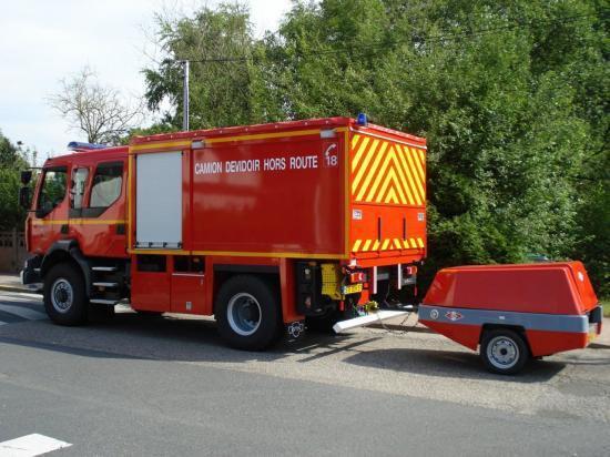 Camion devidoir Hors route + moto pompe 1500L/15 B