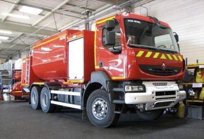 camion-citerne, d'une capacité de plus de 13.000 litres.