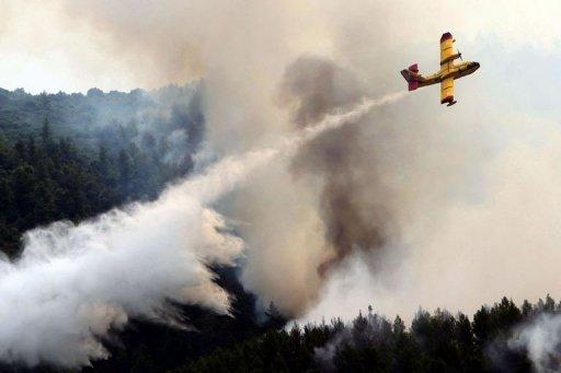 Une pluie providentielle a aidé les pompiers grecs à circonscrire l'incendie