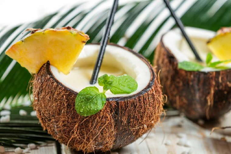 """""""Eva .. Un Pina Colada Coconut.. Ton cocktail favori.. Délice à partager ! .. ? Kiss."""" ?"""